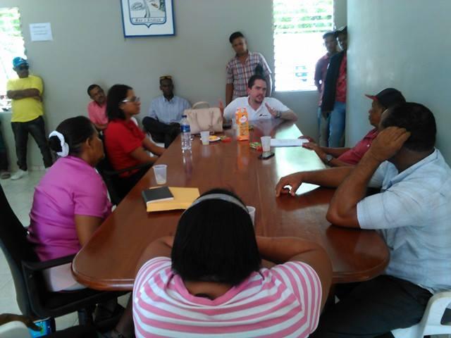 , Ejecutivos de Cemex  Dominicana visitan a Salinas con promesas de construcción de parques.