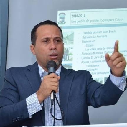 , Alcalde de Cabral aclara que la solución de los apagones energéticos no está en sus manos.