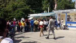, UASD Neiba reclama en las calles el 5 % del presupuesto para la academia.