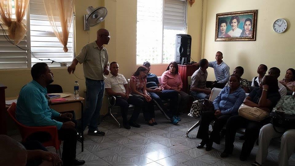 , Autoridades Educativas buscan resolver conflicto en Liceo de Neyba.