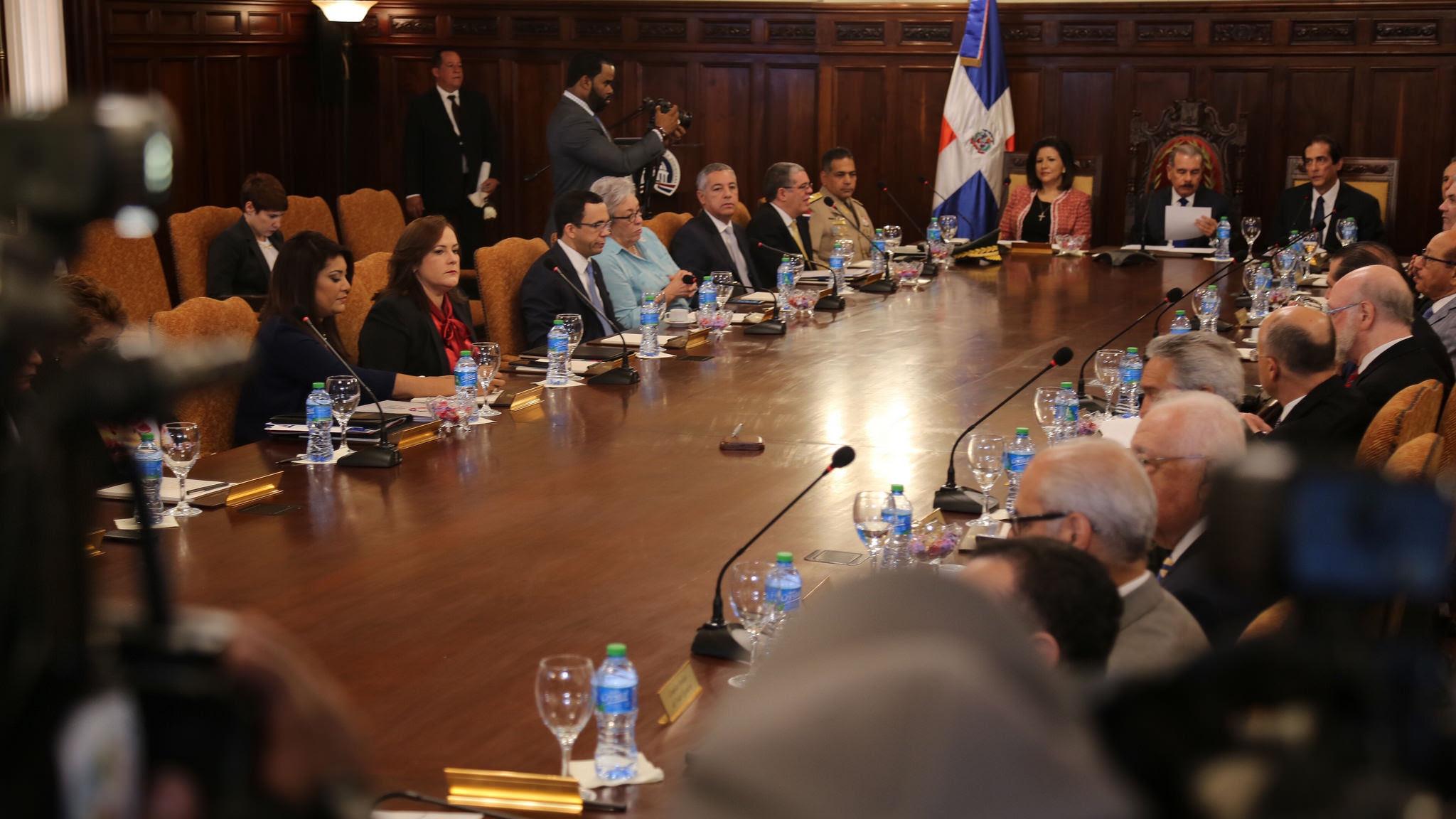 , El Consejo de Ministros aprueba presupuesto sin aumento salarial a empleados públicos.