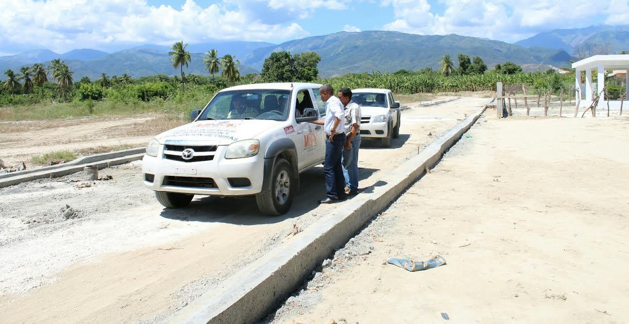 , Alcalde de Neiba exige de Obras Públicas asfaltado de calles y carreteras.