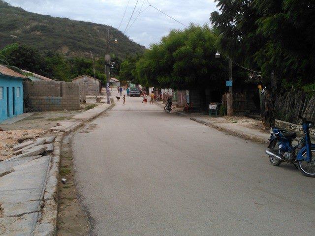 , Piden alcaldía de Salinas reconstrucción de aceras y contenes del  sector Las Caobas.