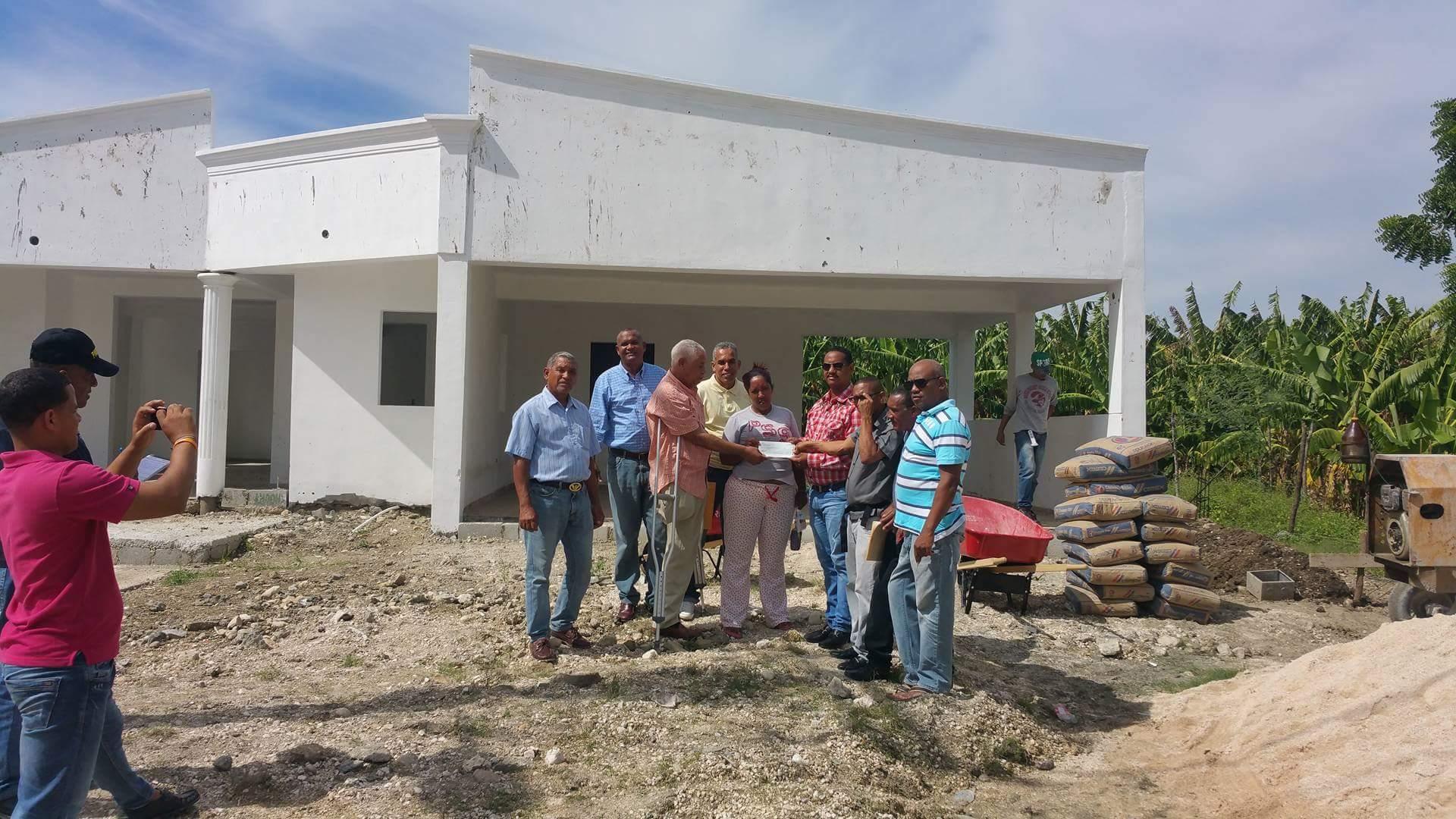 , Alcaldía de Jaquimeyes entrega recursos para terminación de Funeraria.