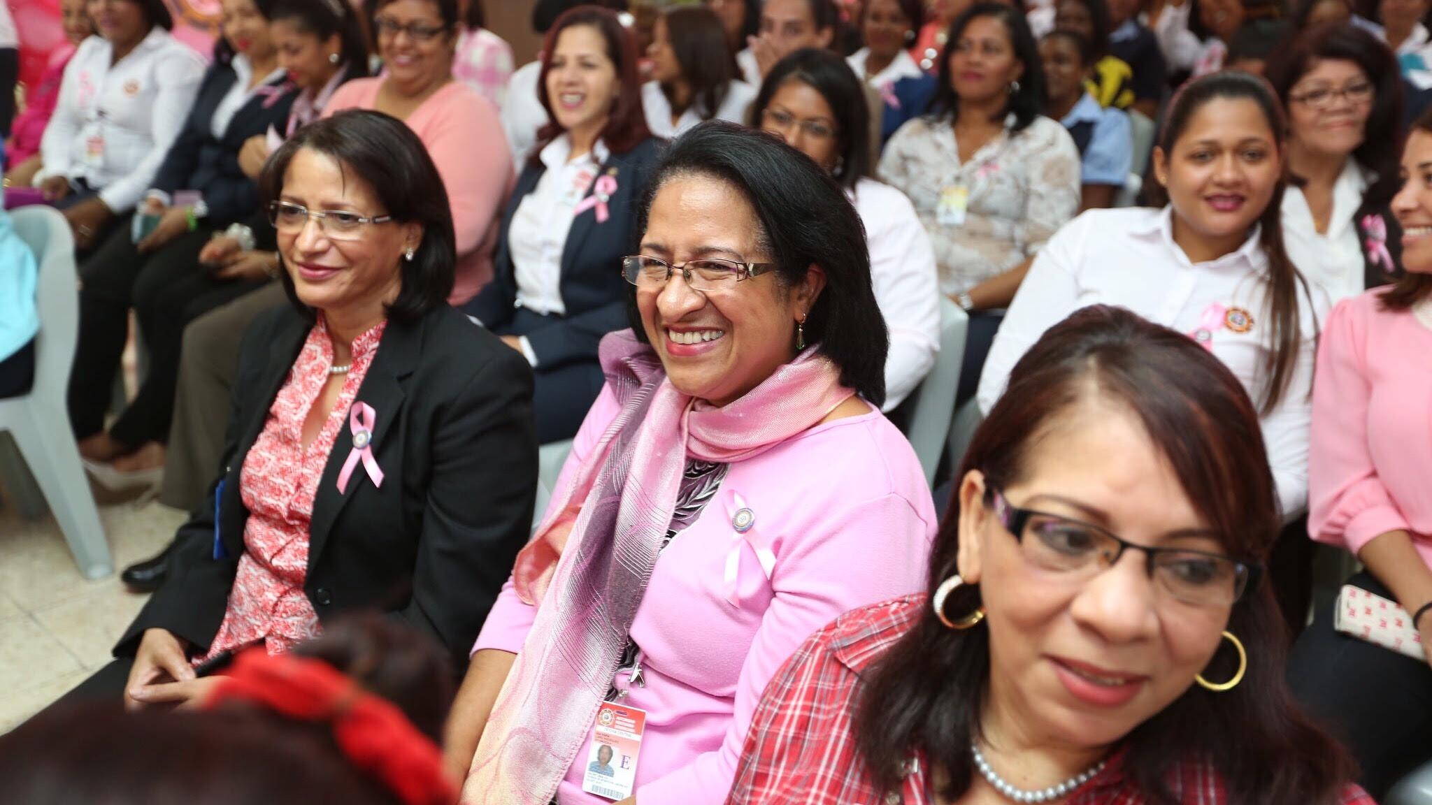 , Empleadas Autoridad Portuaria reciben del Despacho de la Primera Dama mamografías gratis