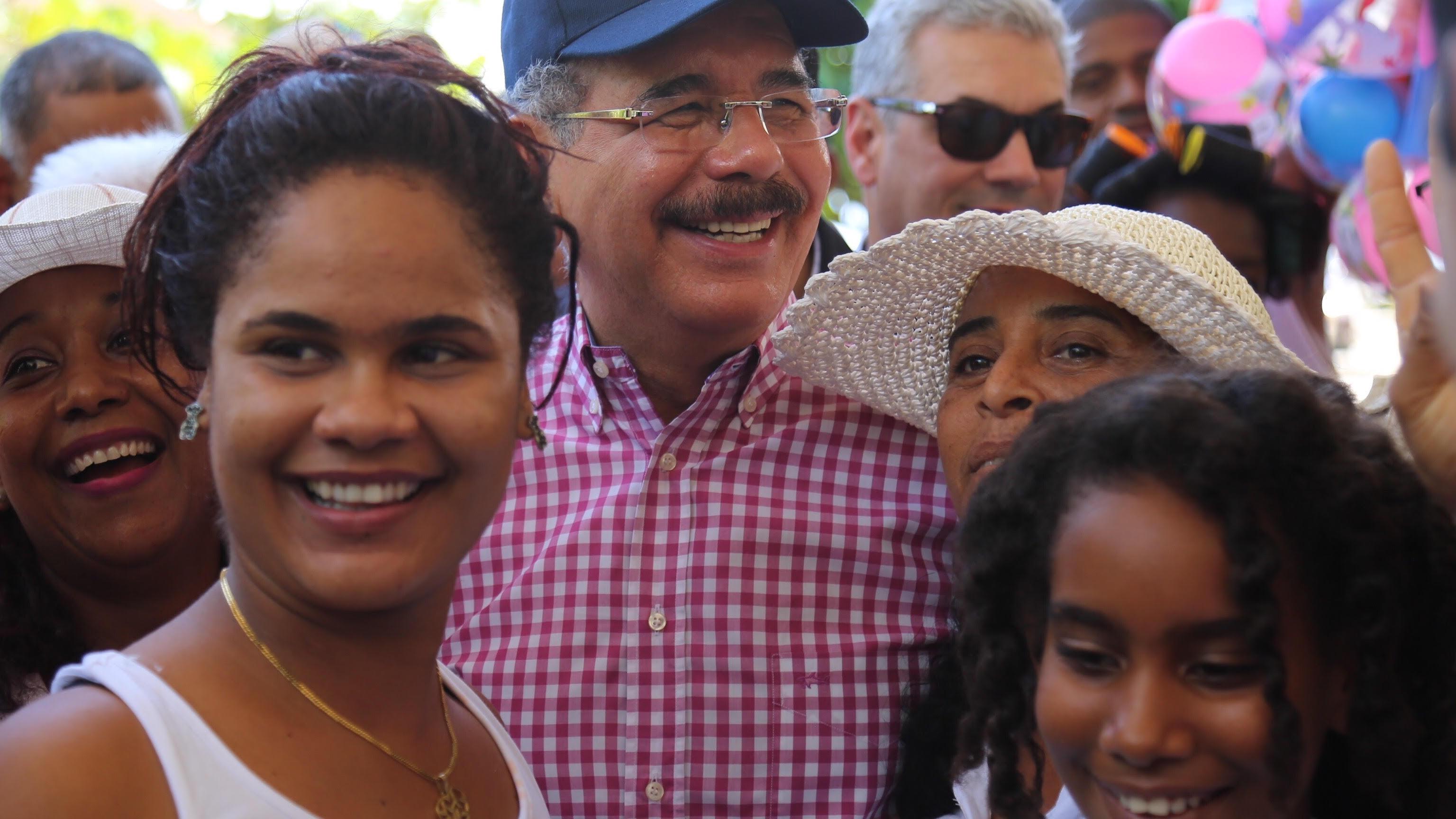 , Danilo brinda ayuda a productores y comunidades de Barahona.