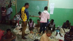 , Director municipal de Juancho da asistencia 140 personas refugiadas.