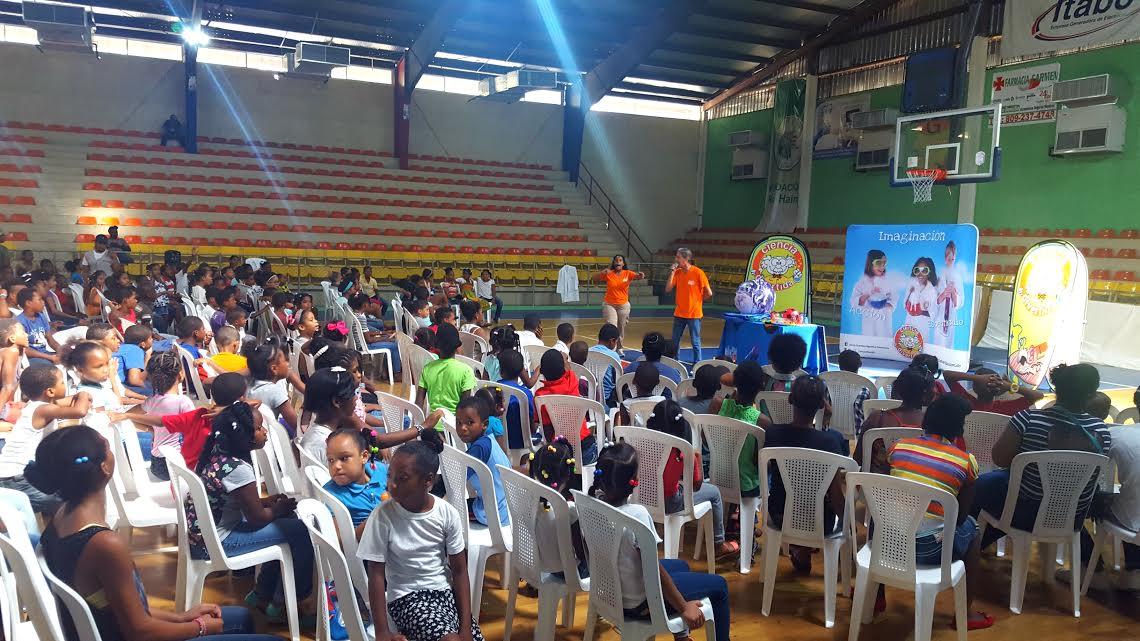 , 400 niños y niñas de Haina, Nigua y Palenque participan en talleres educativos sobre sismos y tsunamis.