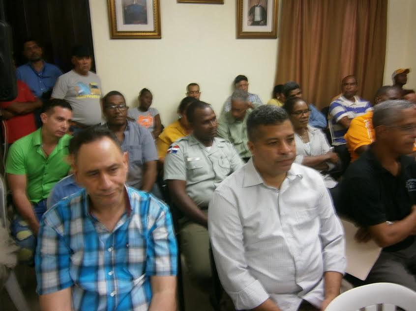 , Buscan solucionar problemas afectan a mercado público de Barahona