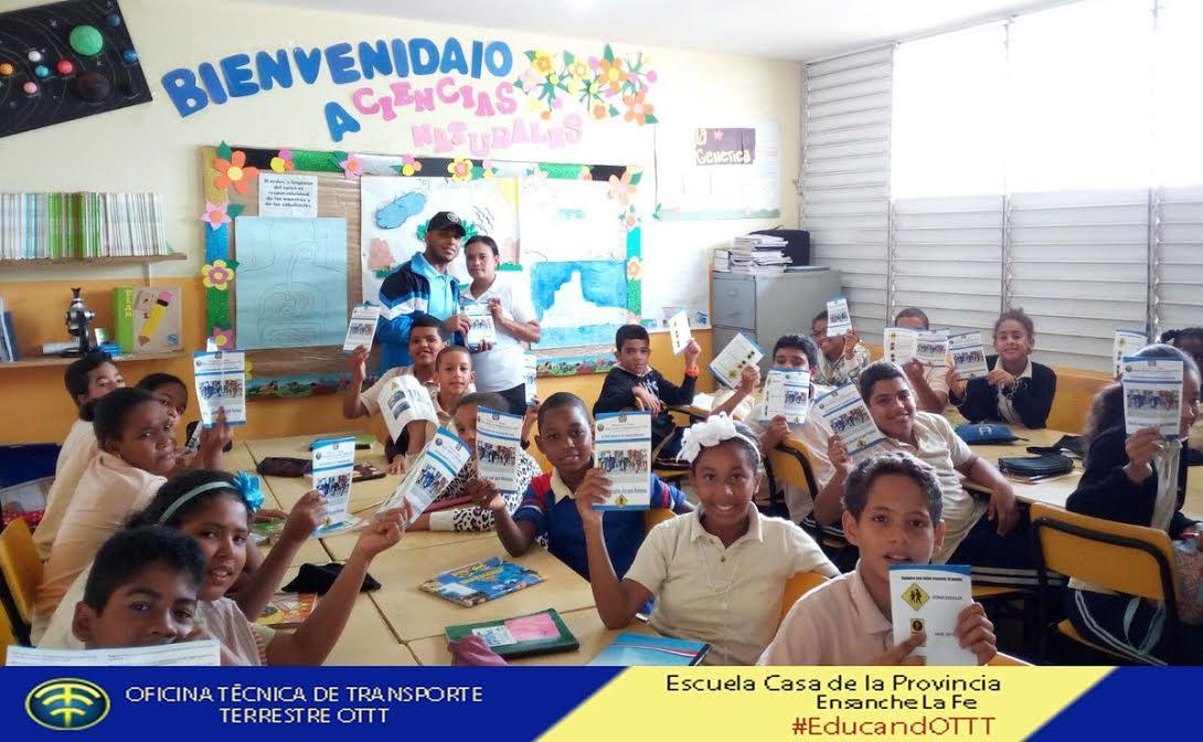 , OTTT entrega brochures sobre educación vial a unos 5 mil estudiantes
