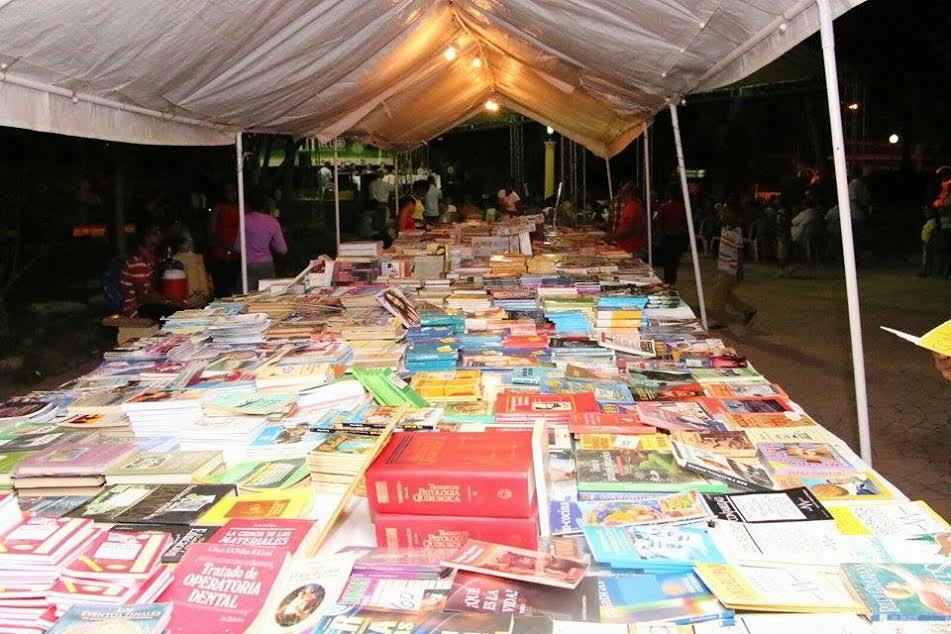 , Fundación Tierra Blanca y alcaldía municipal inician Feria del libro Neyba 2016.