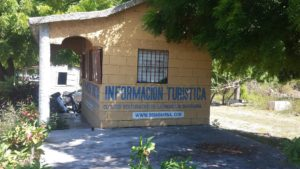 , Clúster Turístico de Barahona mantiene abandonada caseta informativa por falta de recursos.