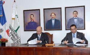 , Medio ambiente y educación firman acuerdo para educación ambiental.