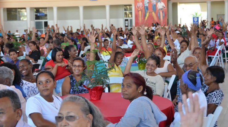 20-12-2016 Almuerzo navideño familias Progresando region Sur. Saturno Vasquez.