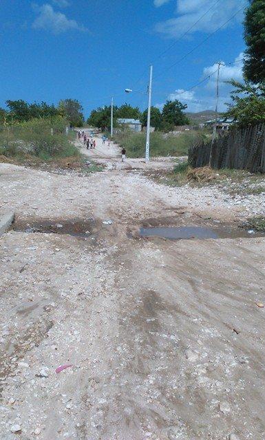 , En Villa Jaragua demandan  de la alcaldía contrición aceras y contenes.