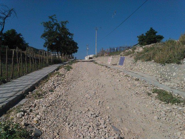 , Tras 15 años de espera, residentes en Santa Lucia de Salinas piden asfalto de sus calles.