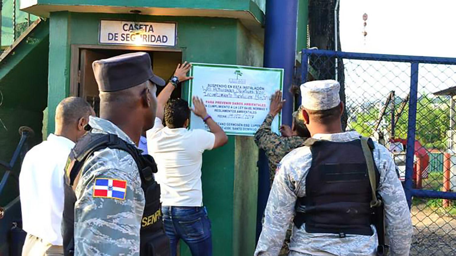 , Medio Ambiente cierra Metales Antillanos en Río Isabela