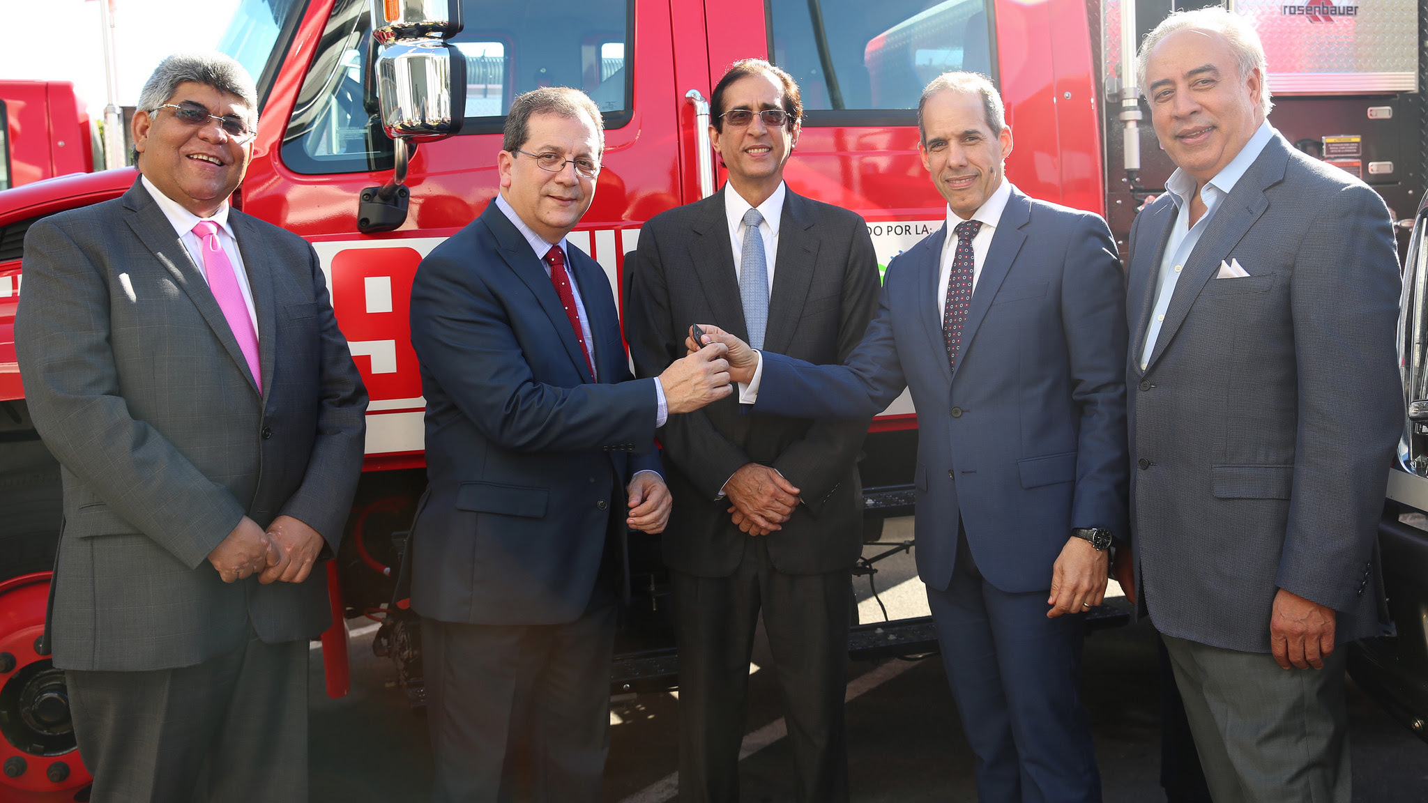 , Sistema 911 recibe donación de camiones de bomberos de la Fundación AES Dominicana
