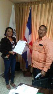, La alcaldesa de Polo, Danilsa Cuevas dona terreno para construcción de UNAP