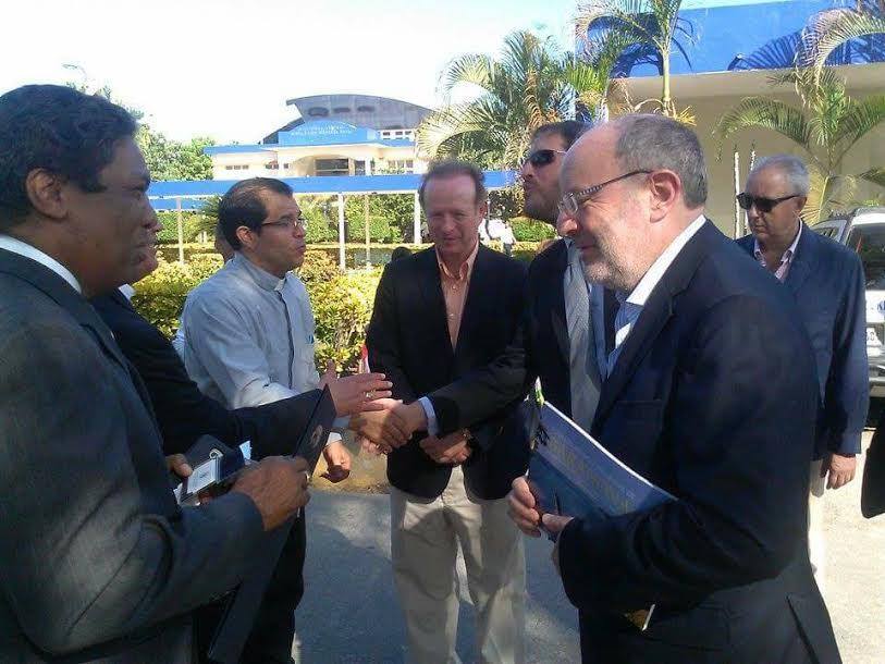 , Delegación del Gobierno Español, visita Barahona, lo reciben autoridades