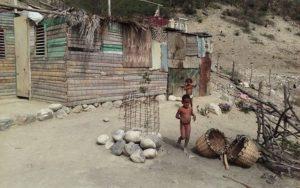, Familia pide ayuda para construcción de vivienda en La Salinas