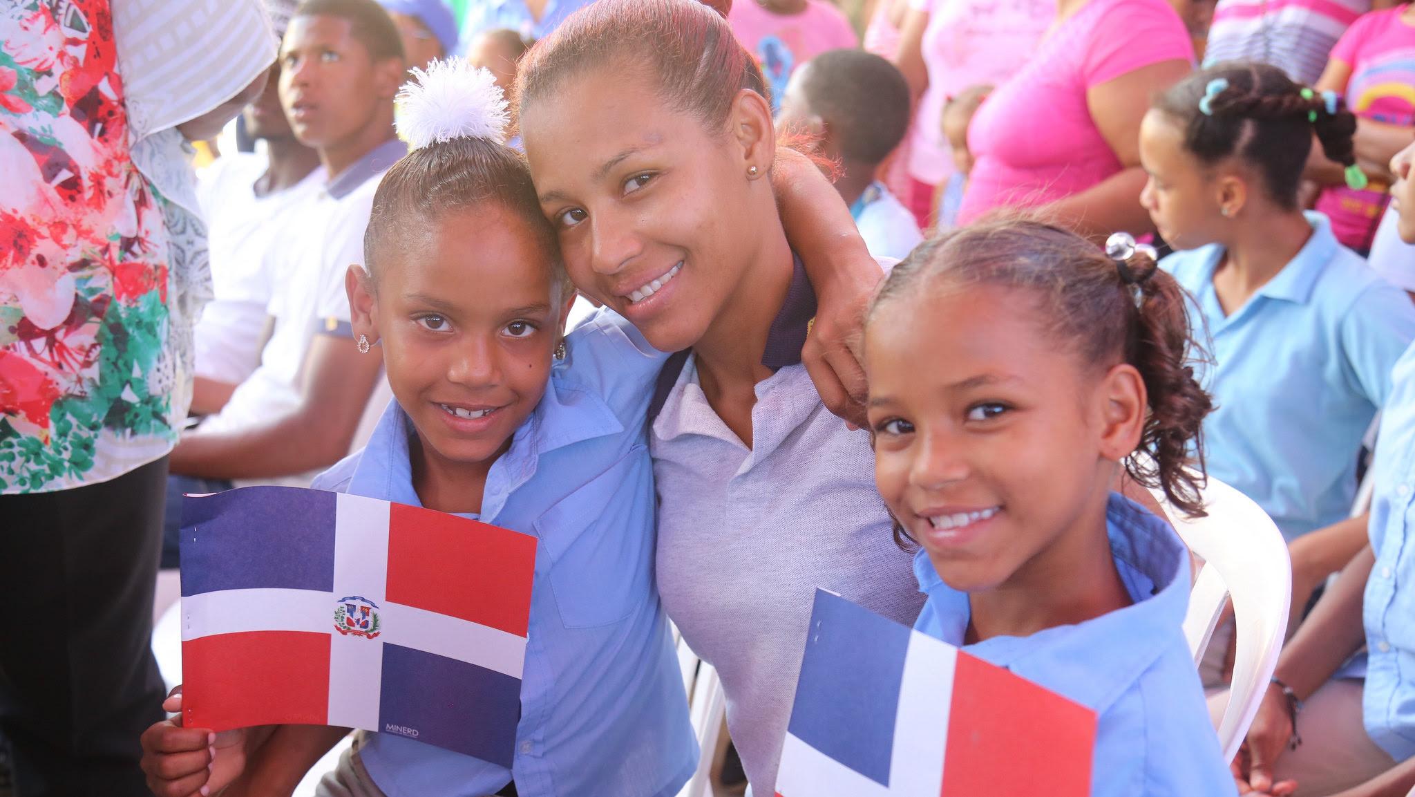 , Nuevo liceo y escuela de Baní ayudarán a seguir construyendo el sueño de 700 estudiantes