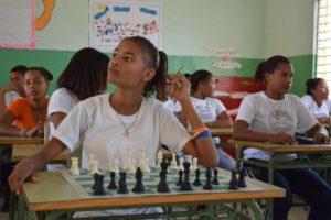 , UASD inicia taller de pintura y ajedrez en El Cachón