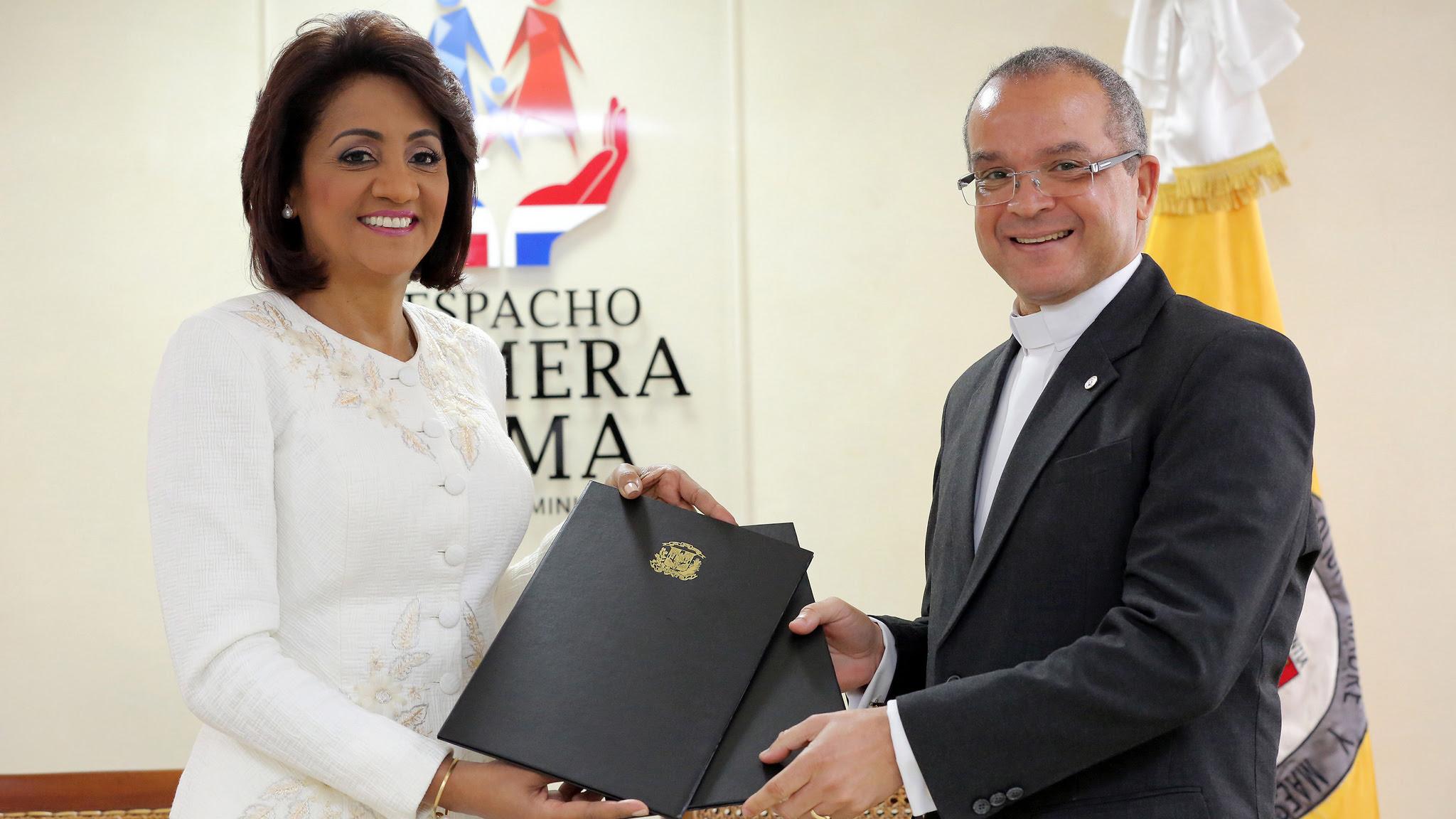, Primera Dama y PUCMM acuerdan ampliar horizontes por Cultura de Paz