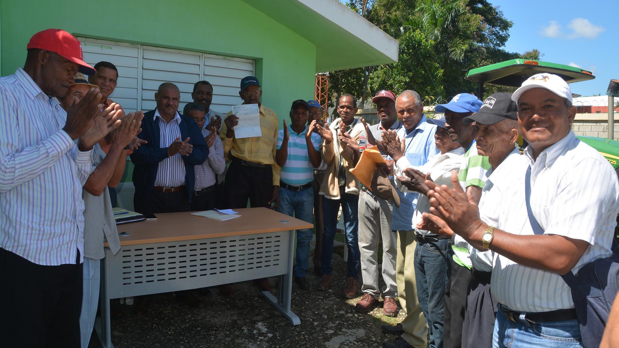 , En Sabana Larga, Elías Piña, 235 parceleros reciben recursos para mejorar su producción