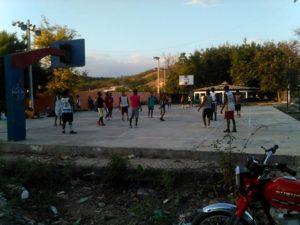 , Demanda reparación de cancha municipal de Las Salinas