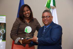 , Eclof Dominicana reconoce Microempresarios y empleados destacados