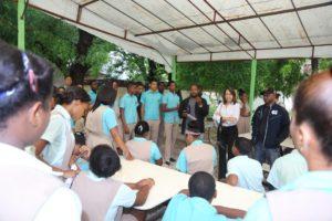 , En Barahona Medio Ambiente y Regional de Educación 01 entregan semillas a estudiantes que deberán cuidar hasta su crecimiento