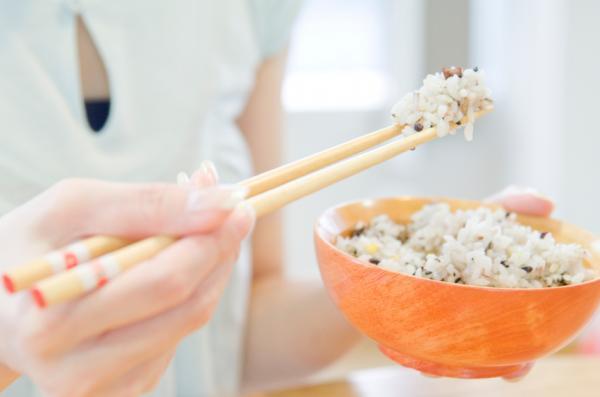 , ¿Engorda comer arroz por la noche?