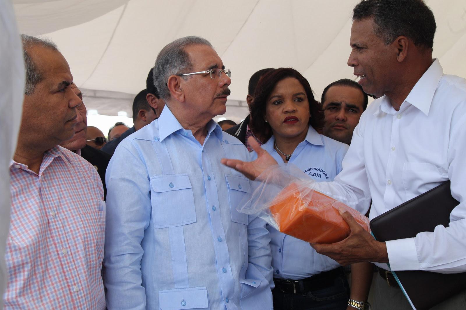 , Danilo reafirma apoyo a ganaderos de Las Yayas; entrega más de 7 millones de pesos