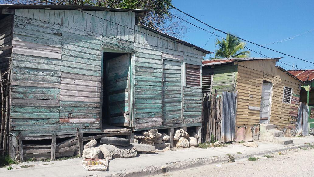 , Por más de tres décadas han esperado la reparación del barrio Los Tornillos en Cabral