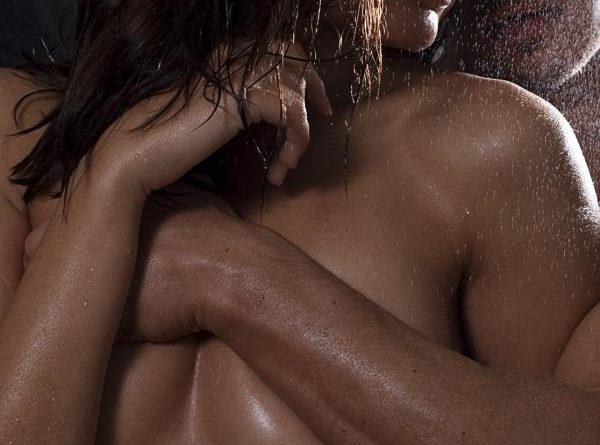 Las mejores posturas sexuales para cuando hace calor