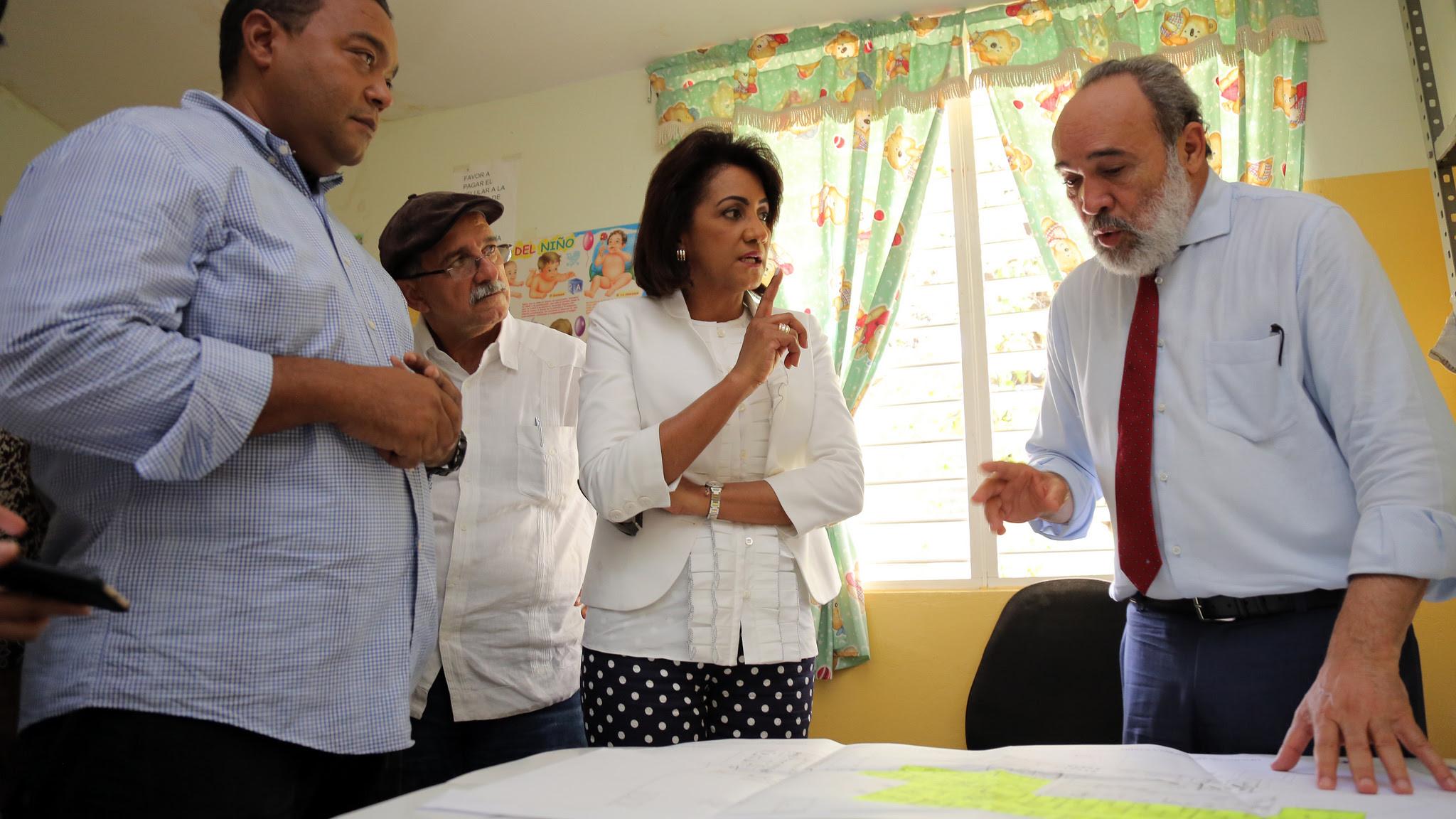 , Primera Dama visita Duvergé; deja iniciado remozamiento y construcción del hospital municipal