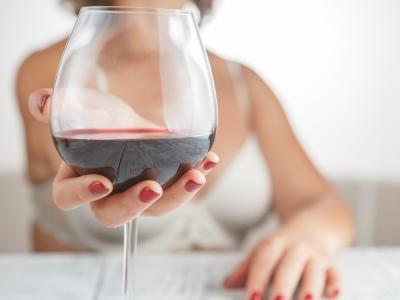 , Un nuevo beneficio del resveratrol. Otra excusa para tomar una copita de vino tinto al día.