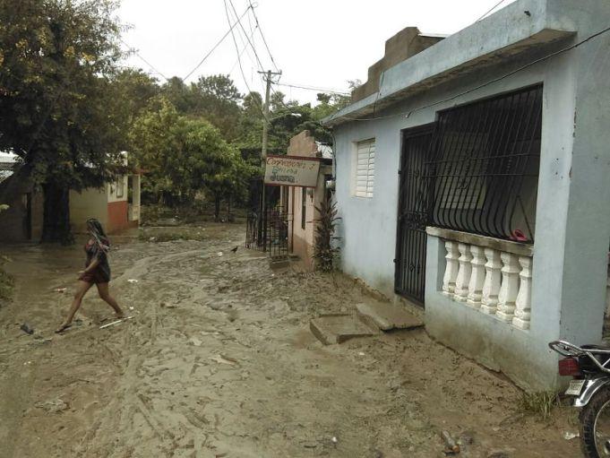 , Pica pica vencidas,Inundaciones, familias desplazadas y viviendas desplomadas en Cienfuegos