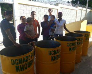 , Escuela de Cabral recibe donativo de Tanques de Basura por parte Khoury Industrial