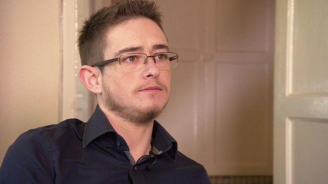 """, """"Me acosté siendo niño y me levanté siendo niña"""": el dramático testimonio de un joven británico que nació intersexual y lo criaron con el género equivocado"""
