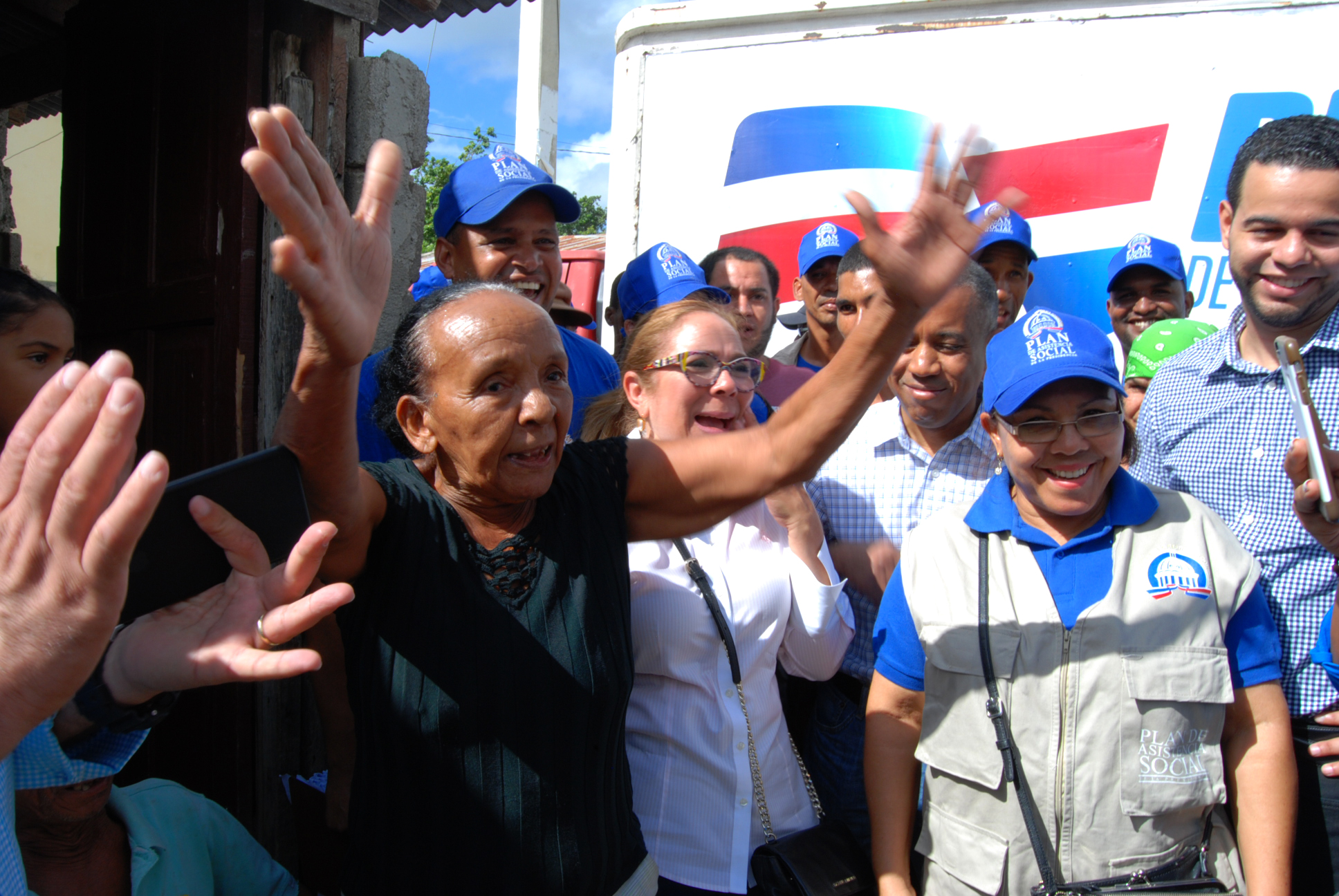 , 736 hogares en Moca y Cotuí fueron equipados por el Plan Social; atienden mil 120 personas en operativo médico