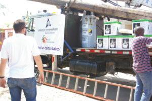 , Consorcio Azucarero Central contribuye con materiales para iluminación comunidad Batey 7
