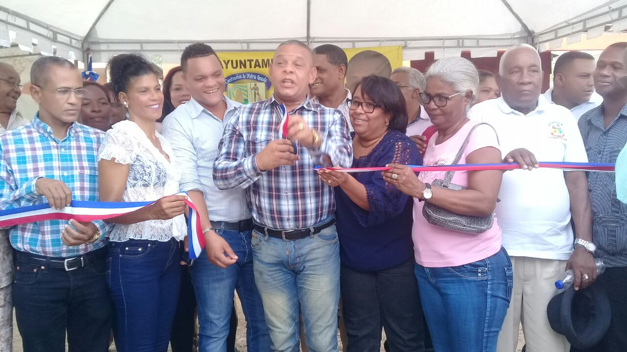 , En Jimaní Ayuntamiento inaugura aceras y contenes del sector la Q