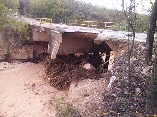 , Puente que une Cabral Polo a punto de colapso