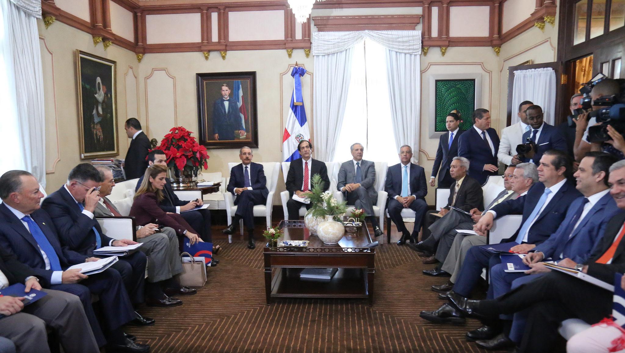 , Presidente Danilo Medina dispone reducir plazos para constituir empresas y obtener permisos
