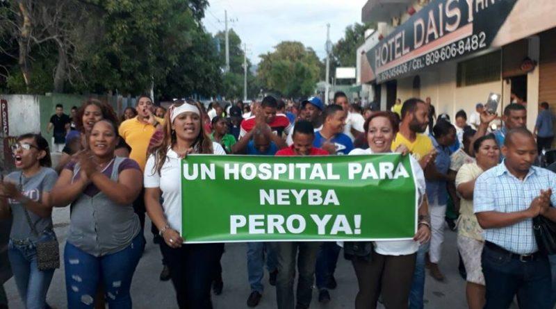 Moradores de Neyba marchan en demanda hospital San Bartolomé