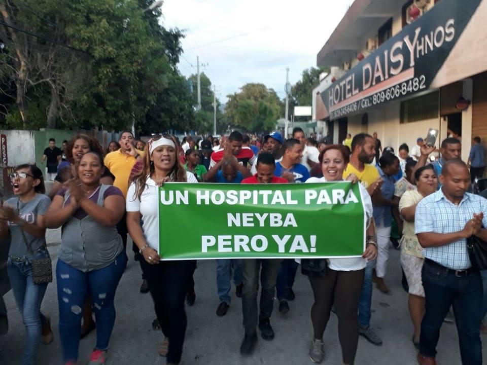 , Moradores de Neyba marchan en demanda hospital San Bartolomé