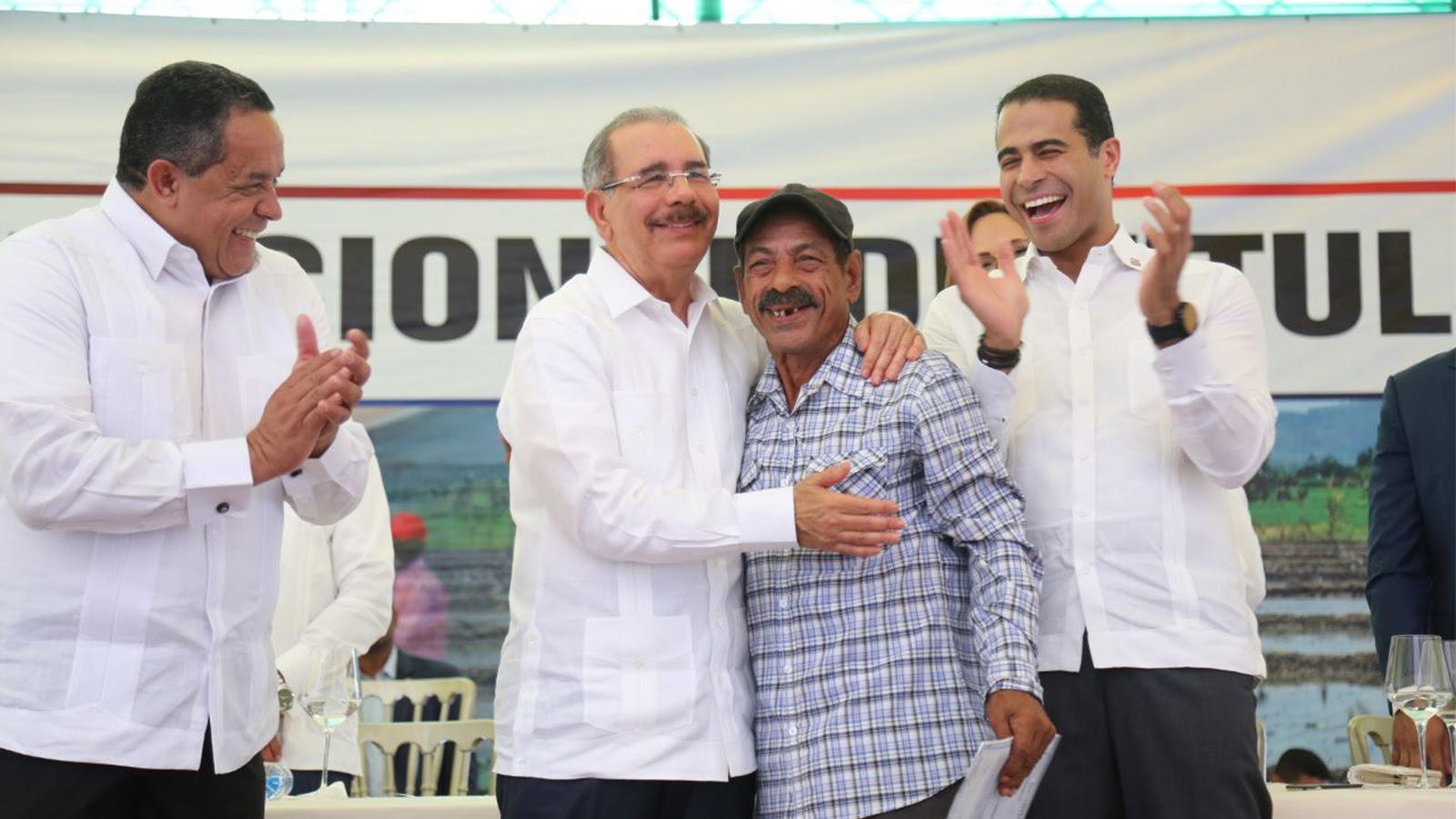 , Gobierno salda histórica deuda social con santiagueros: parceleros reciben 1,504 títulos propiedad