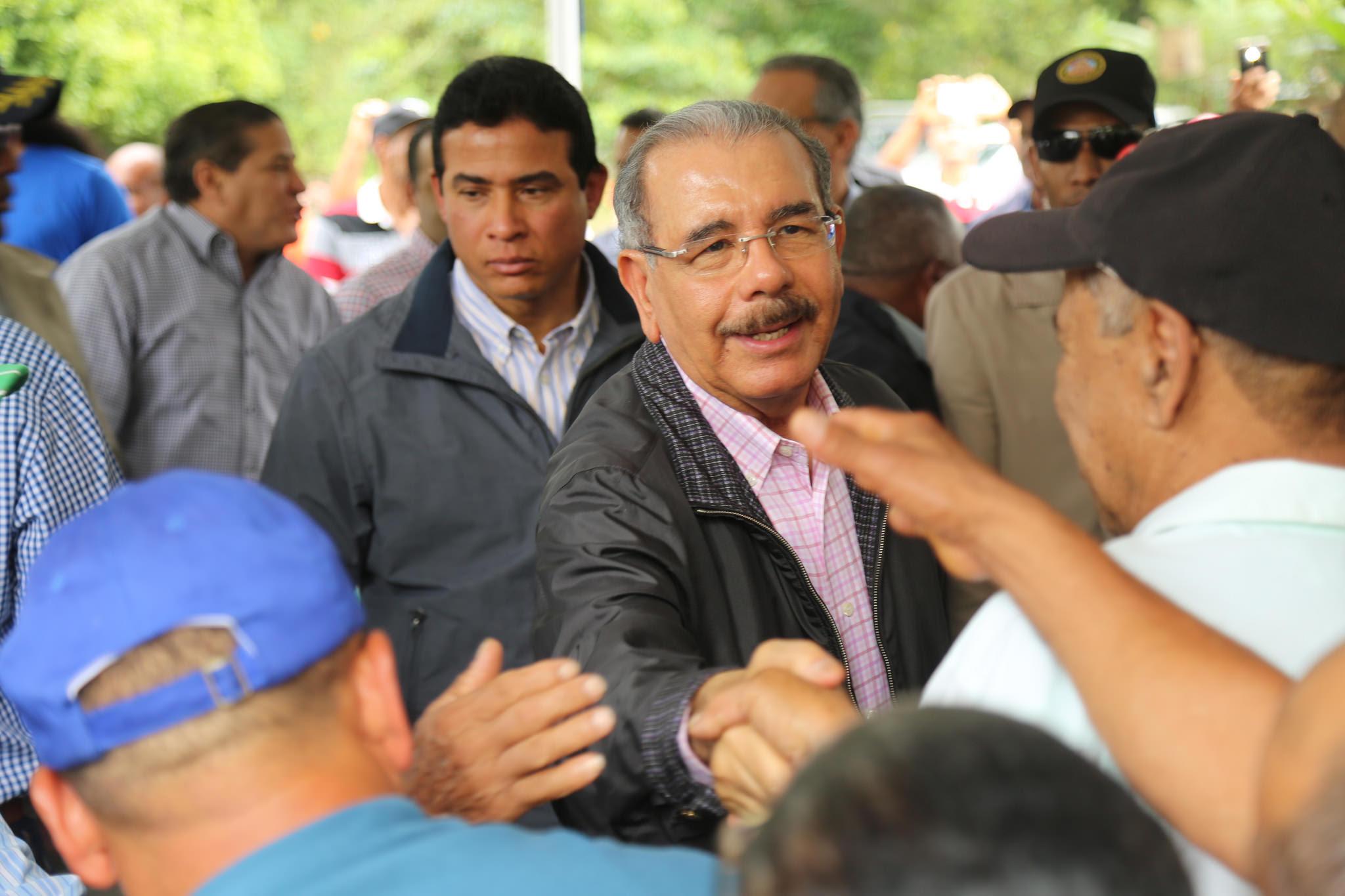 , Danilo Medina lleva apoyo a productores de aguacate de Tamboril